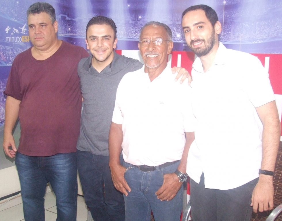 Deputado Aliel Machado (PSB) com lideranças da região oeste de Londrina