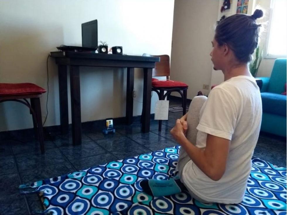 Lucas Manfré, do Ballet de Londrina, apresenta aula on-line (Divulgação)