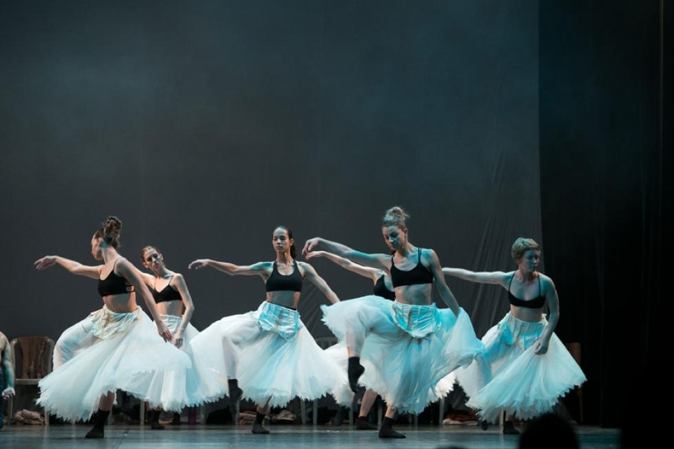Ballet de Londrina - Travessia - foto de Fábio Alcover