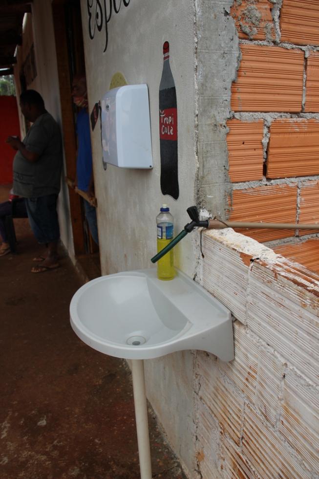 Bar da Vila Siena instala pia para clientes higienizarem as mãos – Foto: Divulgação