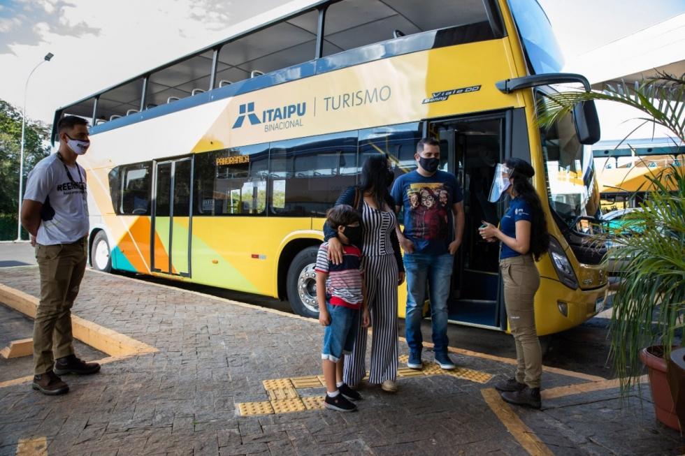 Todos os cuidados sanitários necessários estão sendo tomados para garantir a segurança do turista: a cada retorno há uma rigorosa limpeza nos ônibus. Foto: Kiko Sierich/PTI