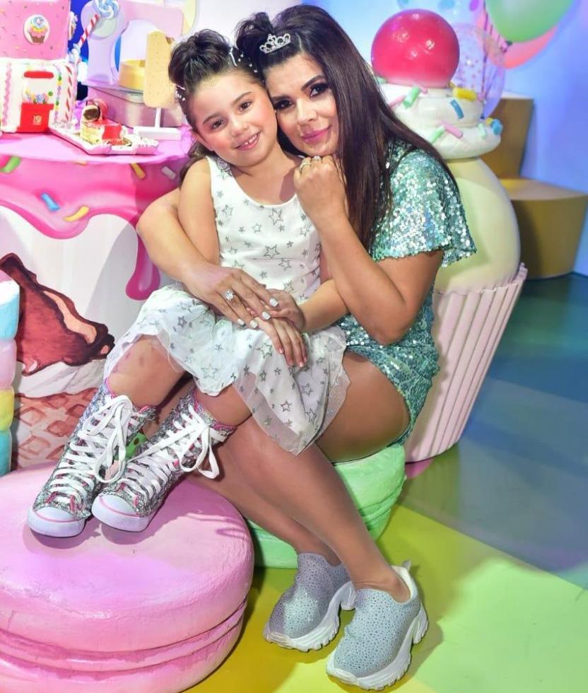 Sophia Eldo e apresentadora Mara Maravilha - RL Assessoria - Divulgação