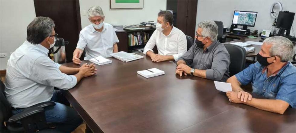 Prefeito de Sabáudia, Moisés do Posto, e o secretário de Governo, Almir Batista, solicitaram pedras irregulares para 6km do Bom Progresso ao Bairro Pirapó
