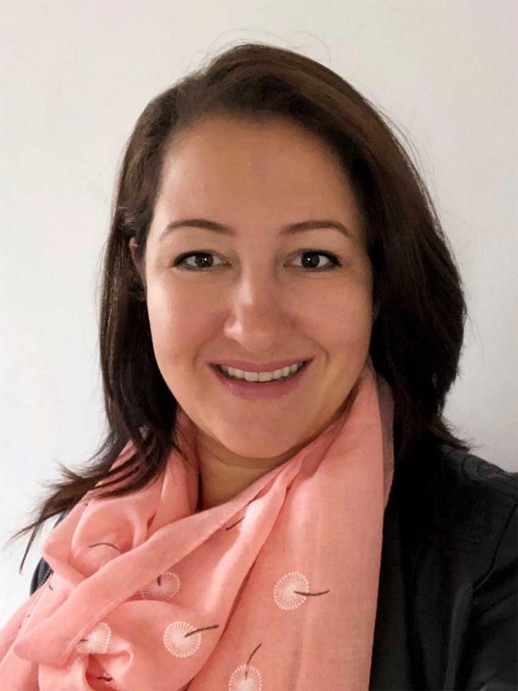 Maíra Oliveira Ruggi, Mestre em administração e apaixonada por educação transformadora, voltada ao desenvolvimento sustentável.