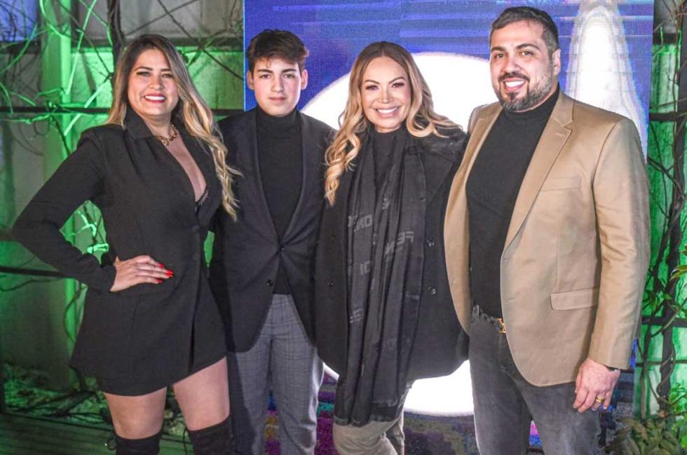 Cantora Solange Almeida,Empresário Diego Hidalgo e Família - Foto Lucas Nino - Divulgação