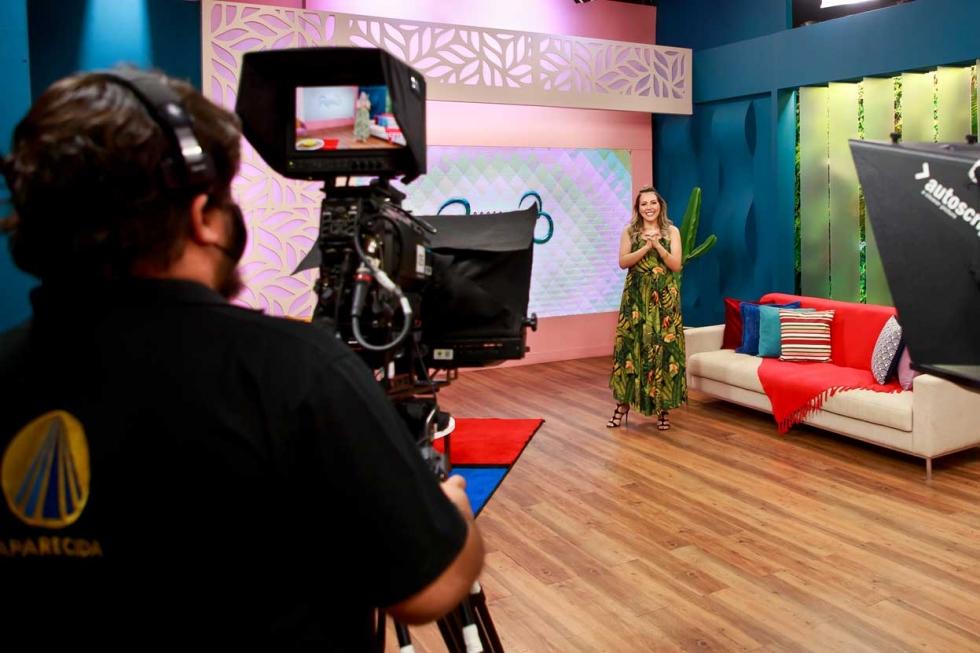 Bastidores dos programas (Santa Receita e Família dos Devotos) - crédito: Juan Ribeiro/Divulgação