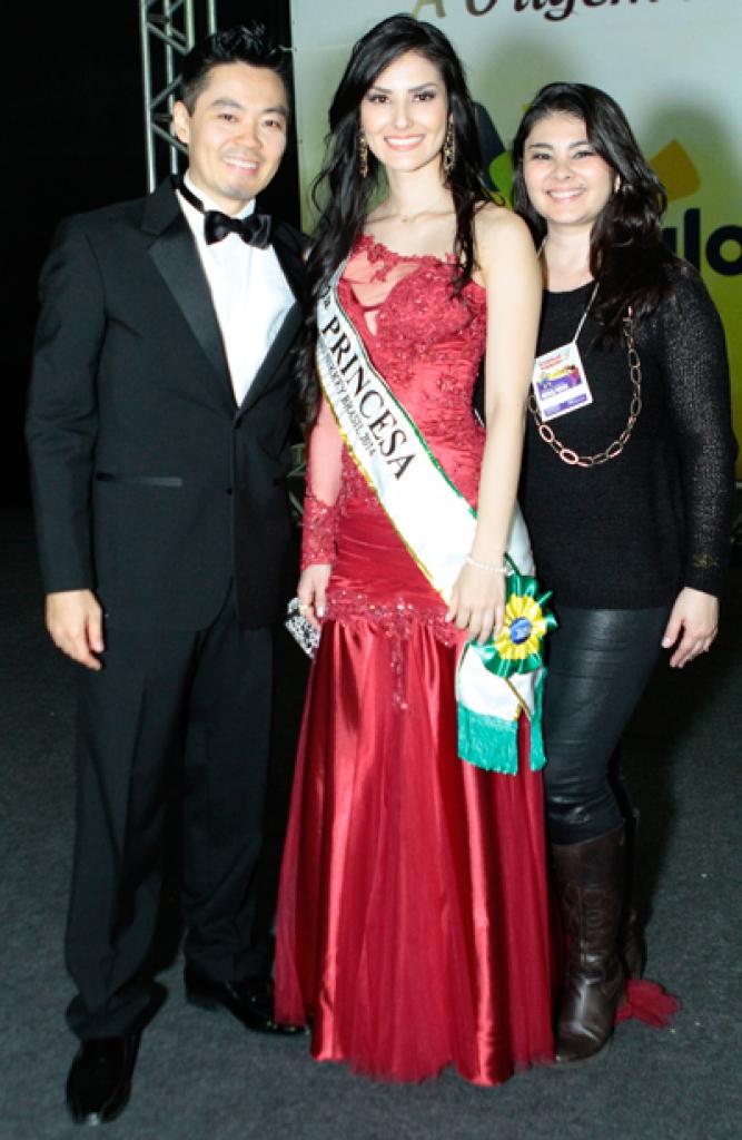 Dini Adaniya Miss Nikkey do Paraná - eleira 2 princesa do Brasil, junto com Bpárbara e Kendo em São Paulo