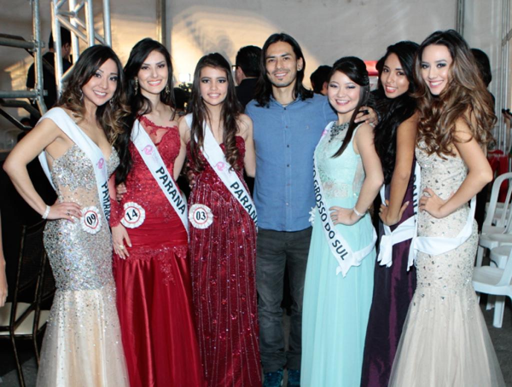 Misses do Paraná com o Japinha do CPM 22 também jurado do Miss Nikkey Brasil, realizado em Junho de 2014