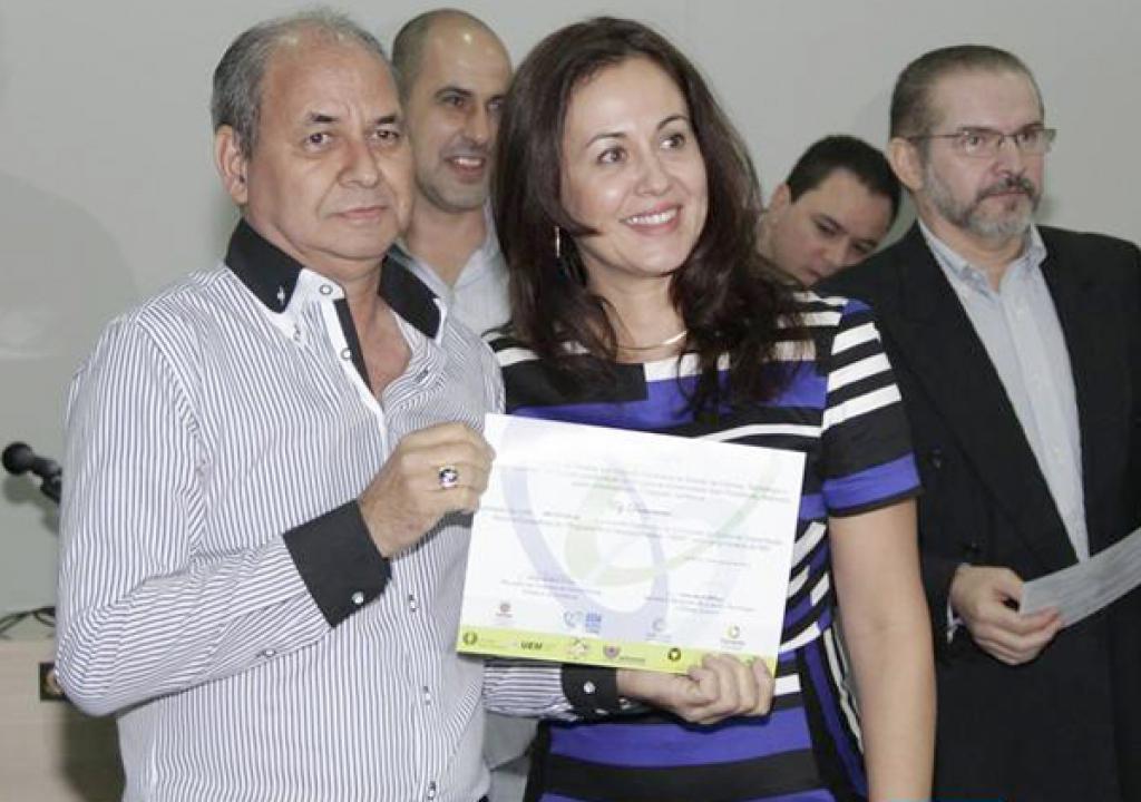 O Jornalista e empresário Ely Damasceno com  a vice prefeita Sandra Moya - Foto: Portal Tudo Ibiporã