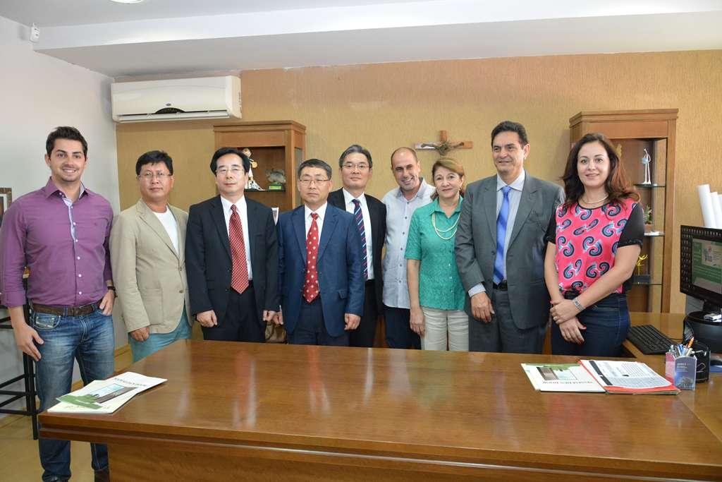 Membros da Administração Municipal e comitiva sul-coreana. Fotos: Rafael Lapone/PMI