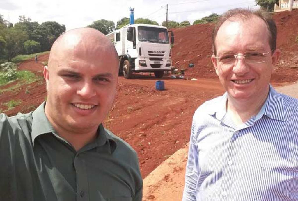 Presidente da Câmara, vereador Paulo Soares, com o prefeito de Cambé João Pavinato -  Foto: Divulgação