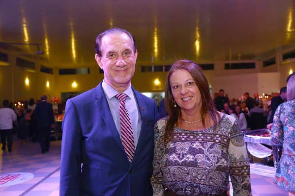 Valmor Rovaris (Superintendente Apras Curitiba) e Bárbara Bozza
