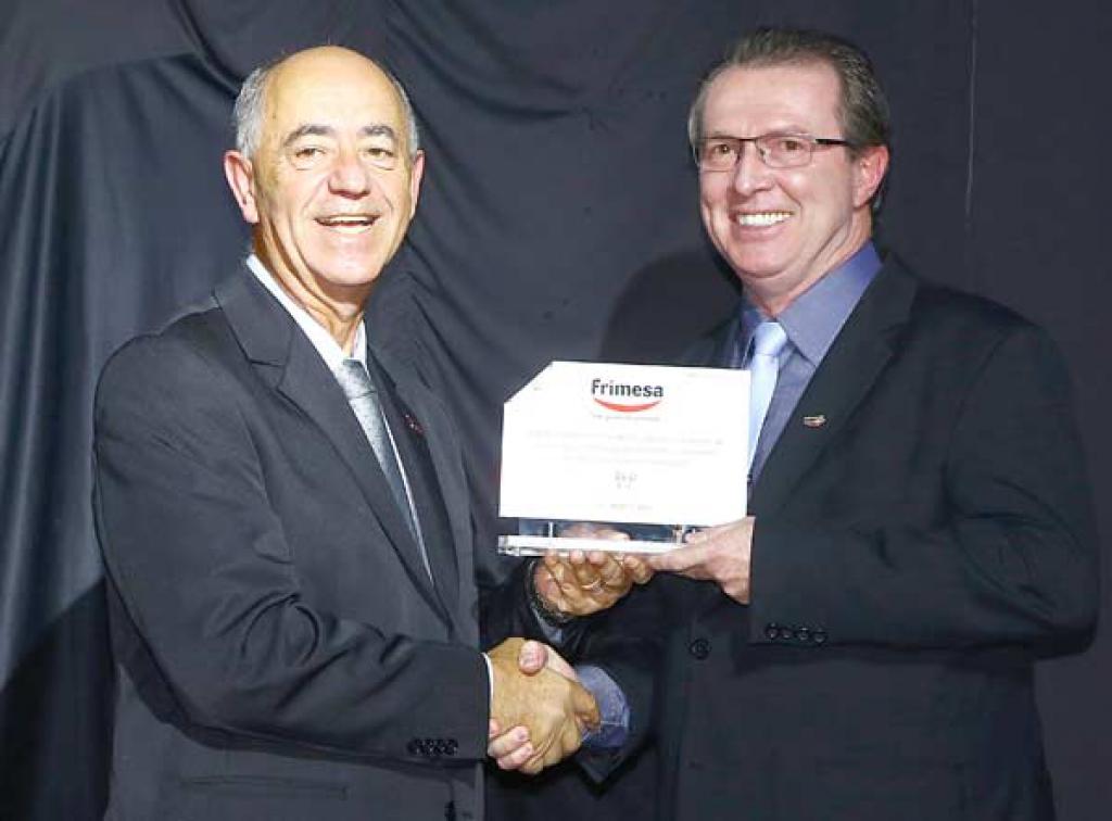 Valdecir Galhardi (Presidente Apras) e  José Luiz Donel (Gerente de Vendas-  Frimesa)