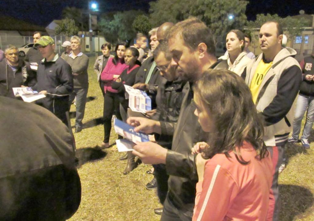 Cerca de 60 moradores compareceram à reunião e esclareceram dúvidas sobre o serviço