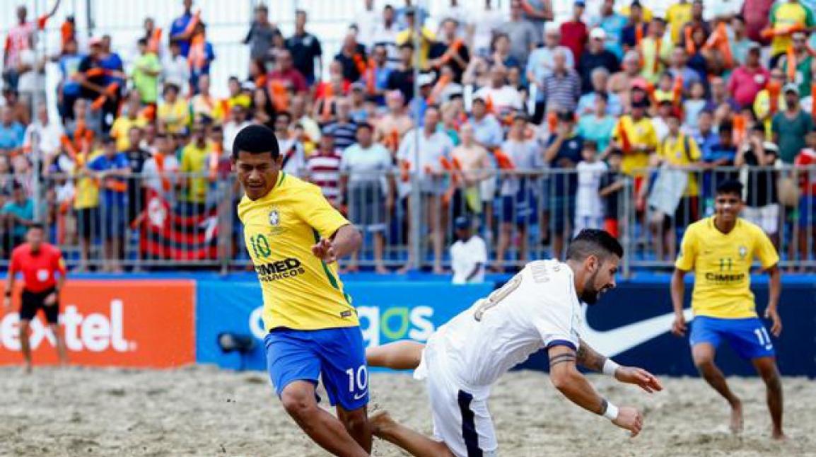 O Brasil goleou a Itália por 8 a 2 e garantiu a conquista do Mundialito, em Santos Créditos: Marcello Zambrana / DGW