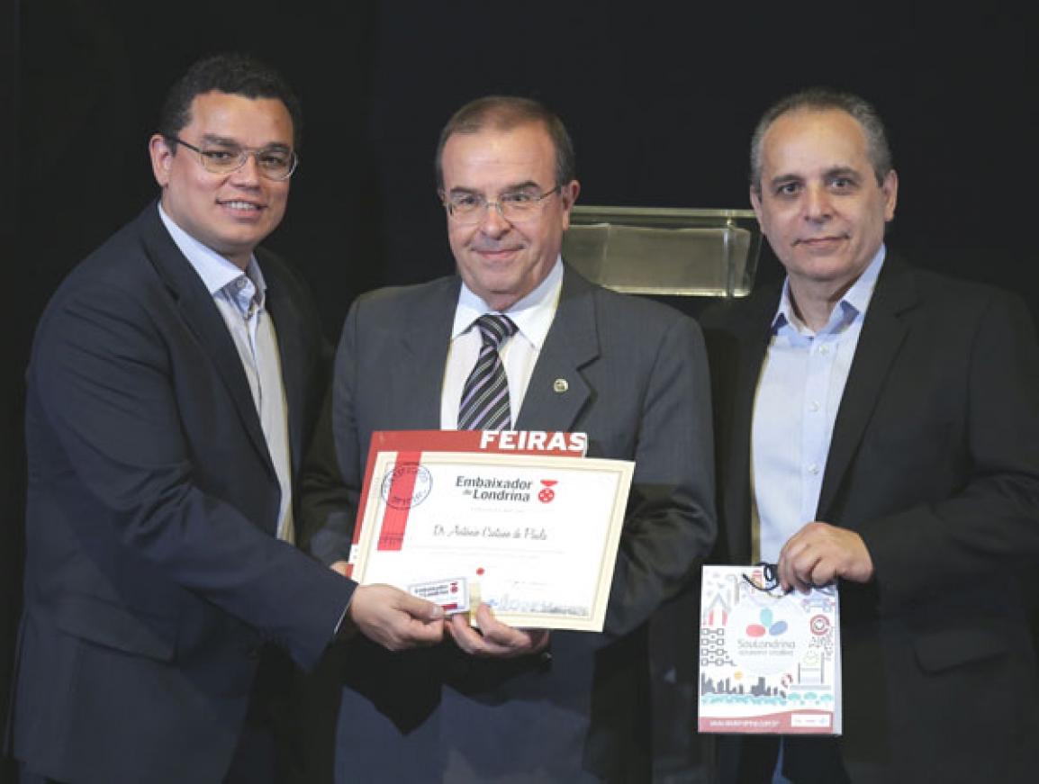 O ginecologista e obstetra Antonio Caetano de Paula, presidente da Associação Médica de Londrina (AML), também foi homenageado - Foto Divulgação