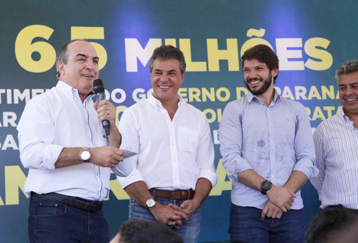 Presidente da Sanepar, Mounir Chaowiche, discursa - Foto Divulgação