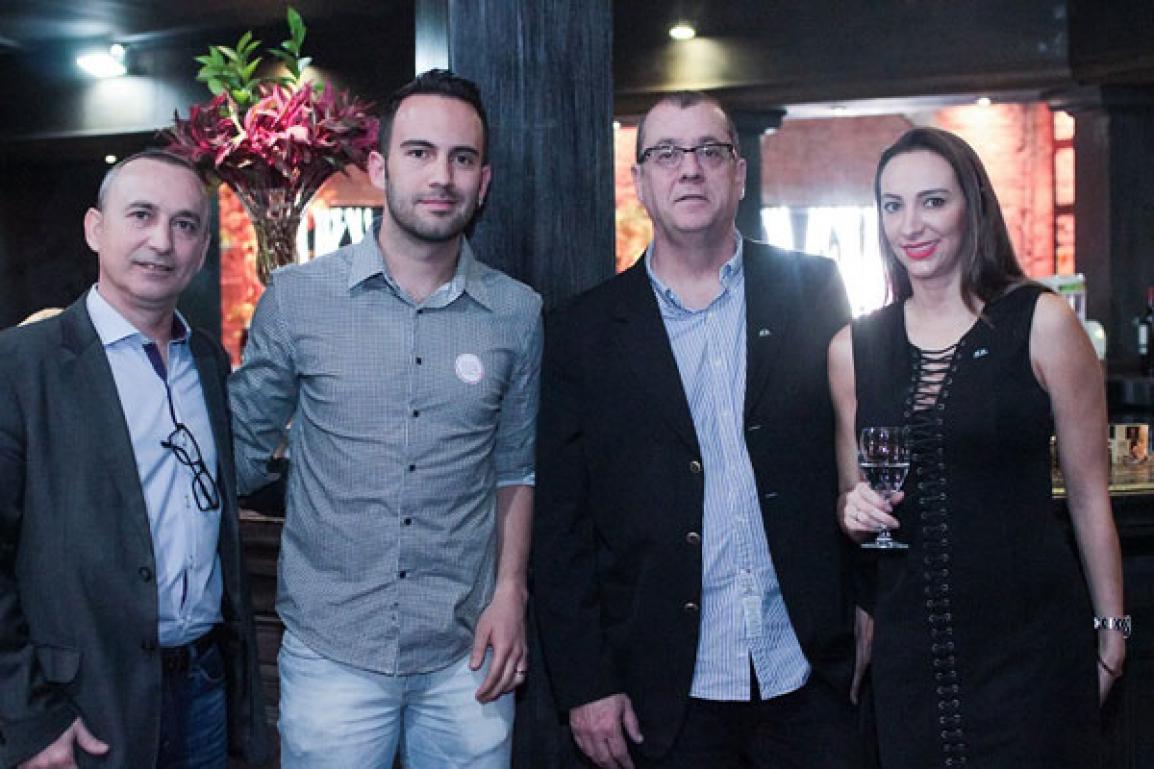 Flávio Bin, da Porto a Porto, Alisson Lopes da Bela Vitá Alimentos Saudáveis, Hugo Sola, diretor comercial da Porto a Porto a Porto, e Camila Podolak