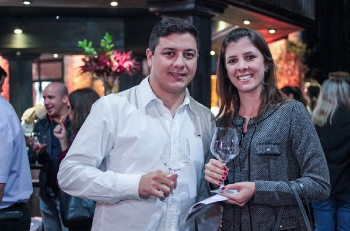 Rodrigo Campos Breschilliare  e Raquel Rodrigues Breschilliare, do Emporio MOrhua Cianorte