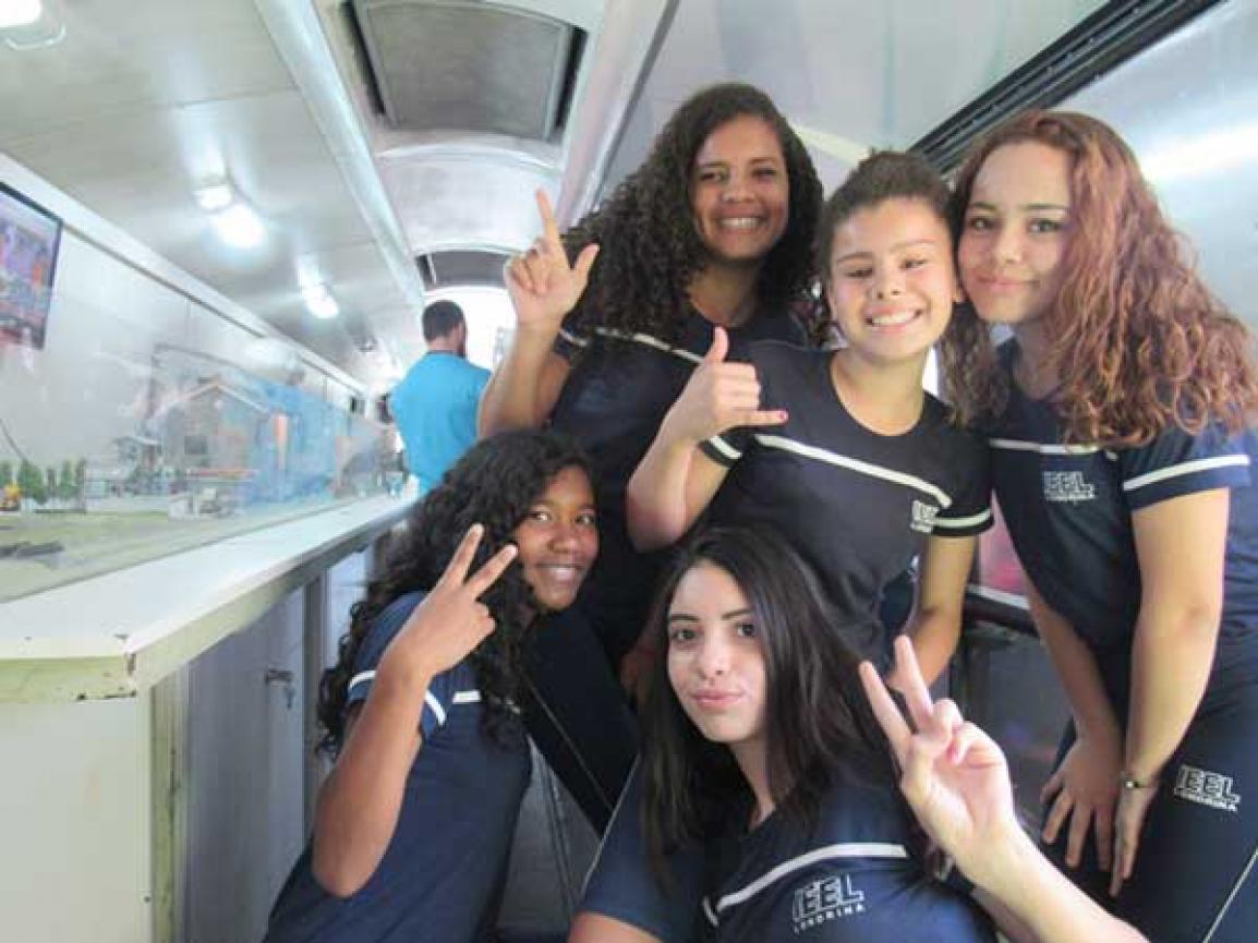 Acima, Jennifer, Maria Gabriela e Gabriele; abaixo, Giovanna e Beatriz -Foto: Divulgação