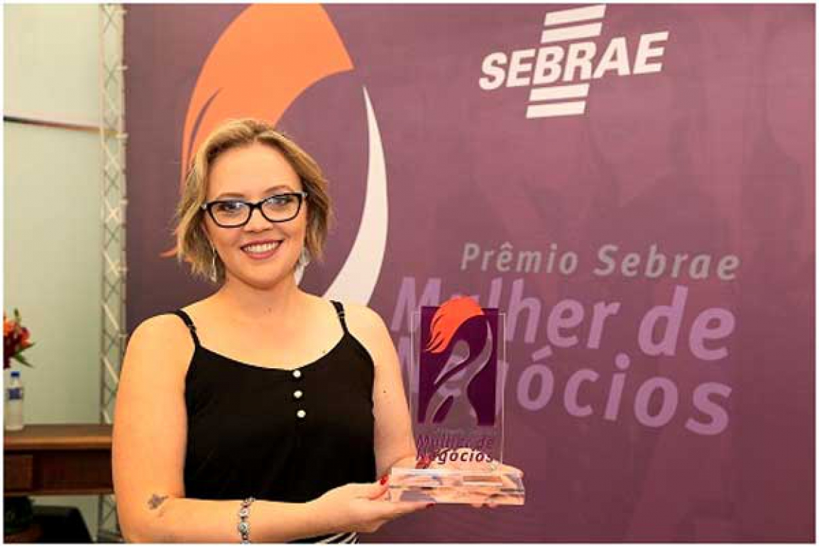 Adriana Pontin, da Excelência em Festas, de Londrina, conquistou o Bronze na categoria Pequenos Negócios. Crédito da foto: Luiz Costa