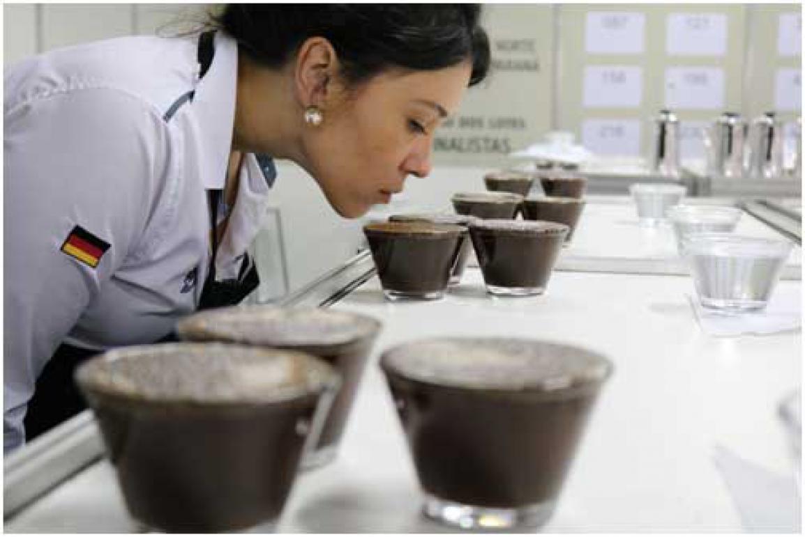 A degustação de cafés especiais por especialistas foi um dos destaques da feira. Crédito: Divulgação.