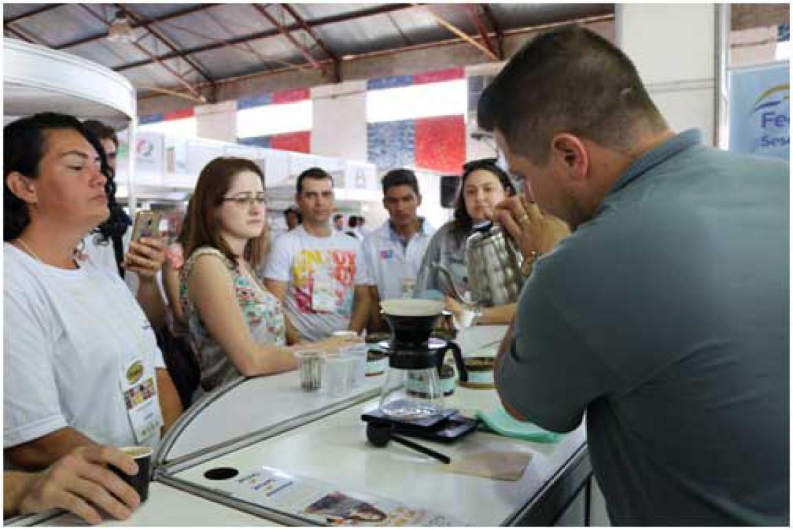 Visitantes também degustaram cafés fresquinhos durante a feira. Crédito: Divulgação.