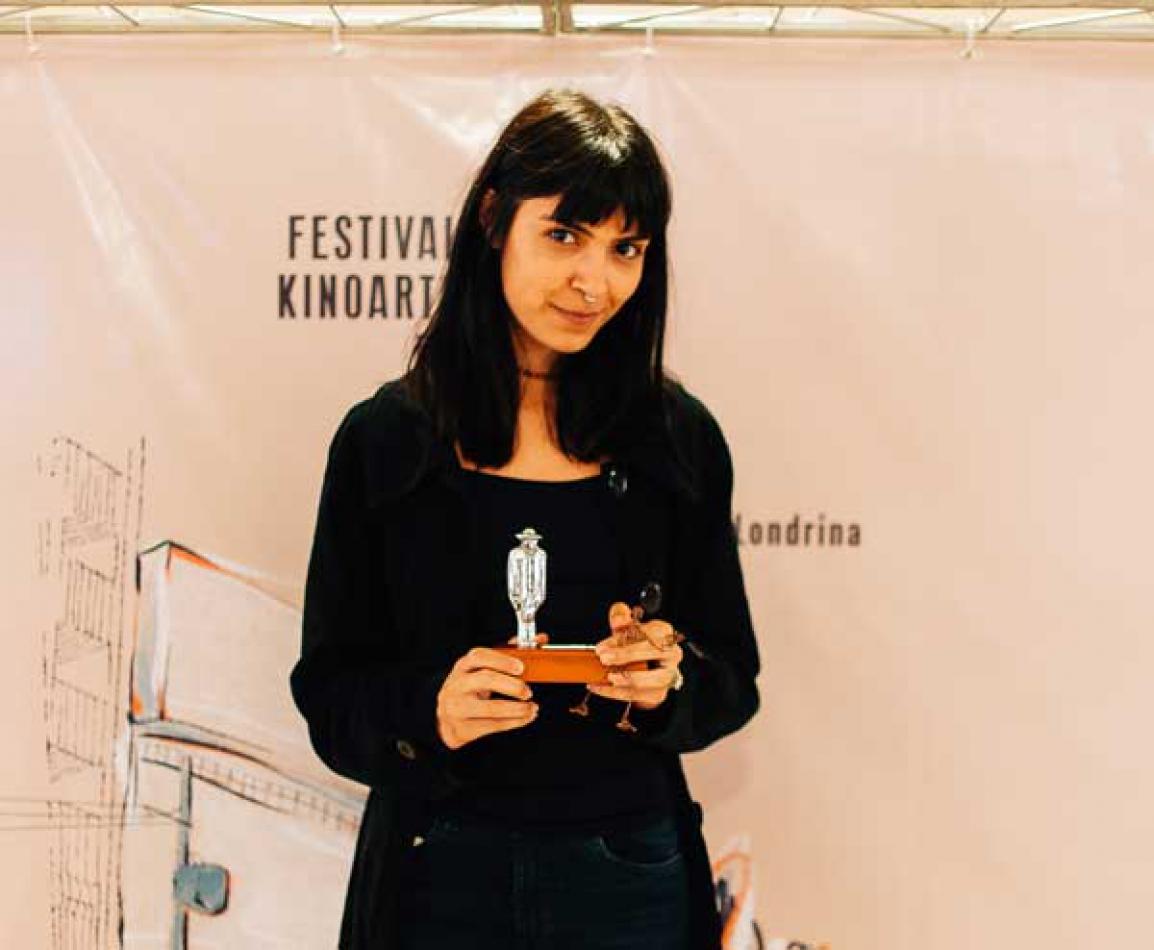 """Nayara Domingos, que assina a direção de arte de """"Speak Easy"""", vencedor de melhor curta londrinense pelo Júri Oficial do Festival Kinoarte."""