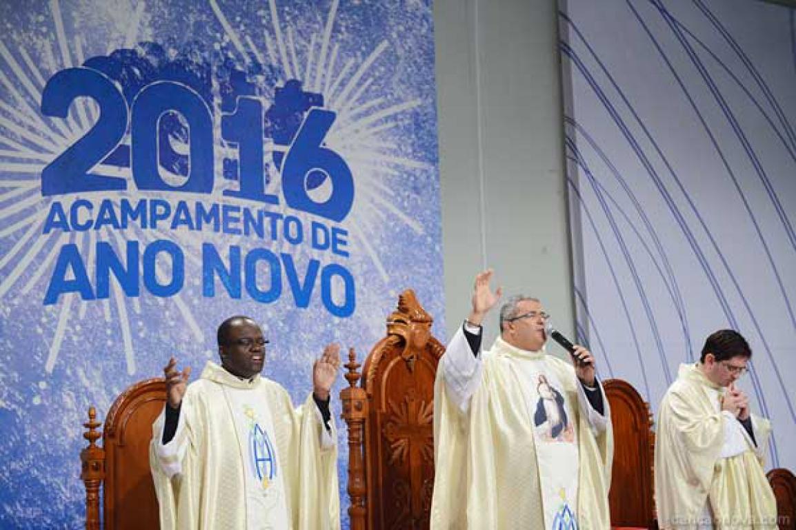 Missa com Pe Roger Luis no Acamp de Ano Novo - Crédito Canção Nova