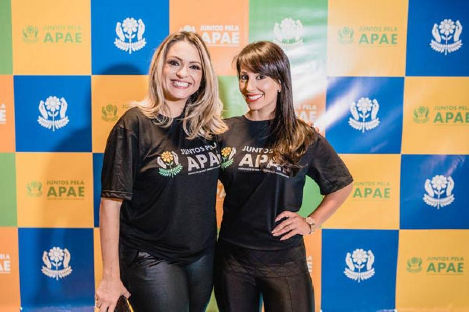 A Apresentadora e Madrinha da APAE Sara Presoto e a blogueira e maquiadora  Micheli Pessoto