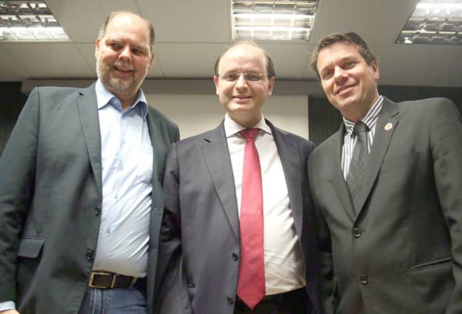 Deputado federal Alex Canziani, o ministro da Educação, Rossieli Soares e o vereador Tio Douglas - Foto: André Nery/MEC