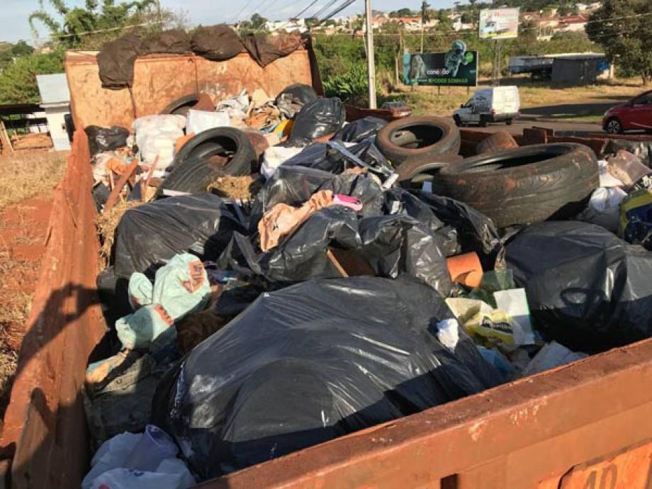 Lixo coletado às margens do rio em Campo Mourão