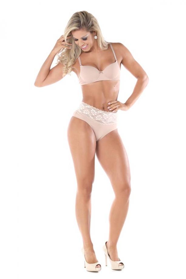 A modelo é a bailarina do Faustão Raquel Guarini - Foto: Vipagi / MF Press Global