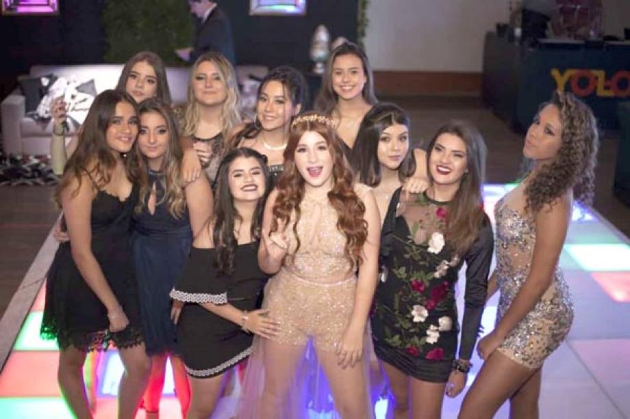 Giulia Garcia com amigas