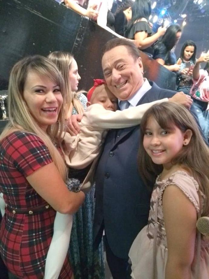 Flavinha Cheirosa e crianças indo prestigiar a gravação do Raul Gil - Convite do apresentador