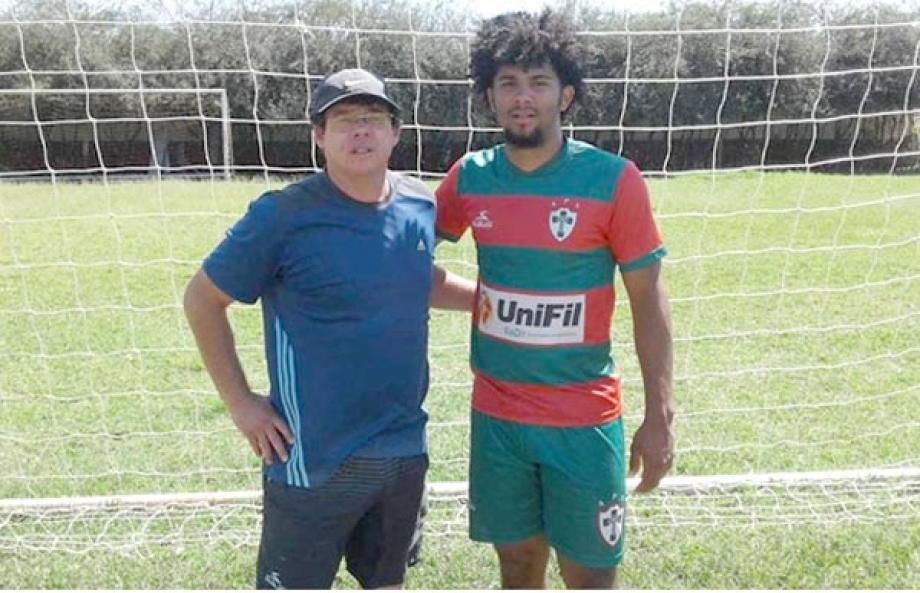 Angelo Micheal Okendo, atleta americano, e o treinador Ricardo Teruel, após o treino na Portuguesa Londrinense -  Foto: Divulgação