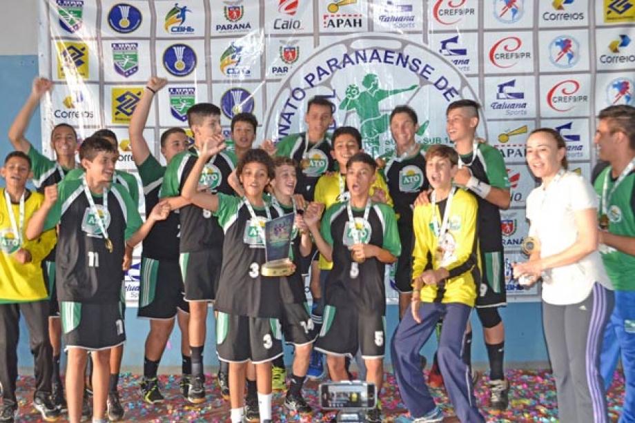 Seleção masculina do Colégio Antônio Teodoro/Campo Mourão sagrou-se campeão da edição 2017 -  Foto: Diego Reis/LHPR