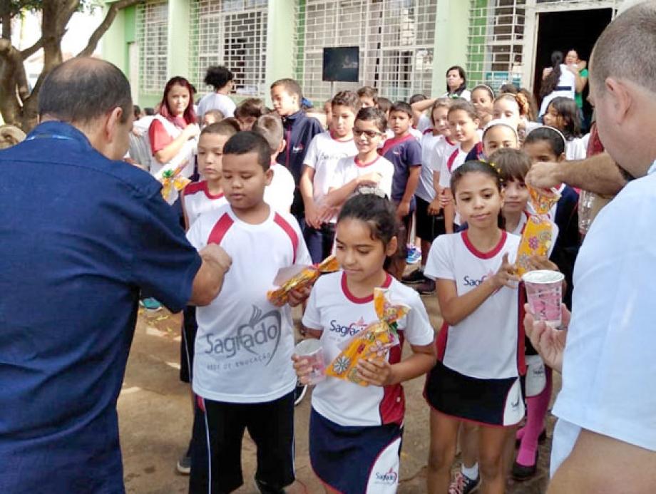 Em Florestópolis, mais de 400 estudantes receberam brinquedos e informação por meio do EcoExpresso Sanepar