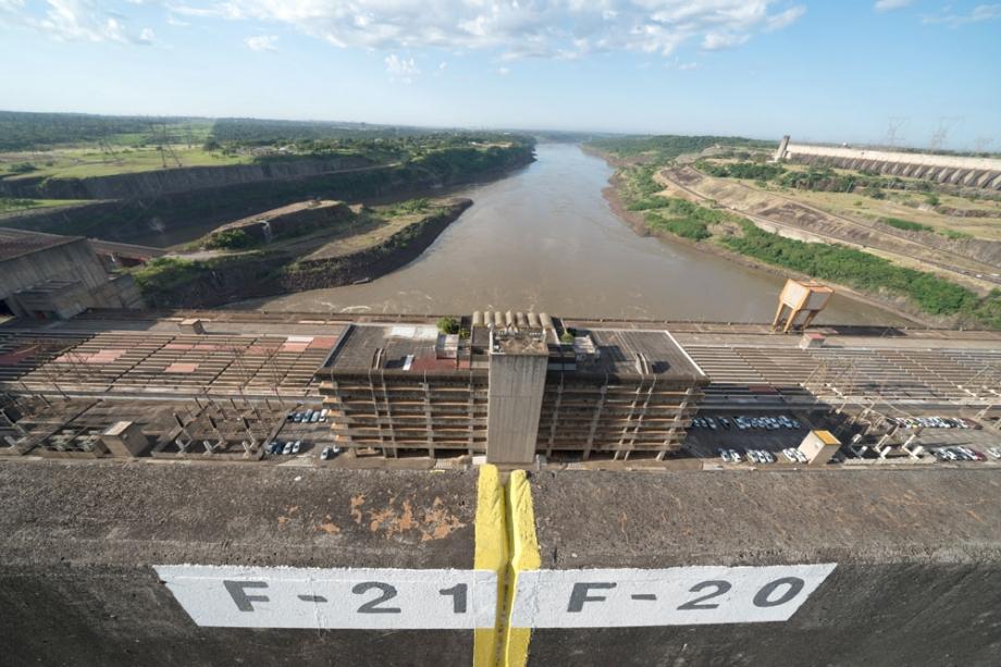 Edifício de Produção da usina de Itaipu, na fronteira do Brasil com o Paraguai - Foto: Alexandre Marchetti / Itaipu Binacional
