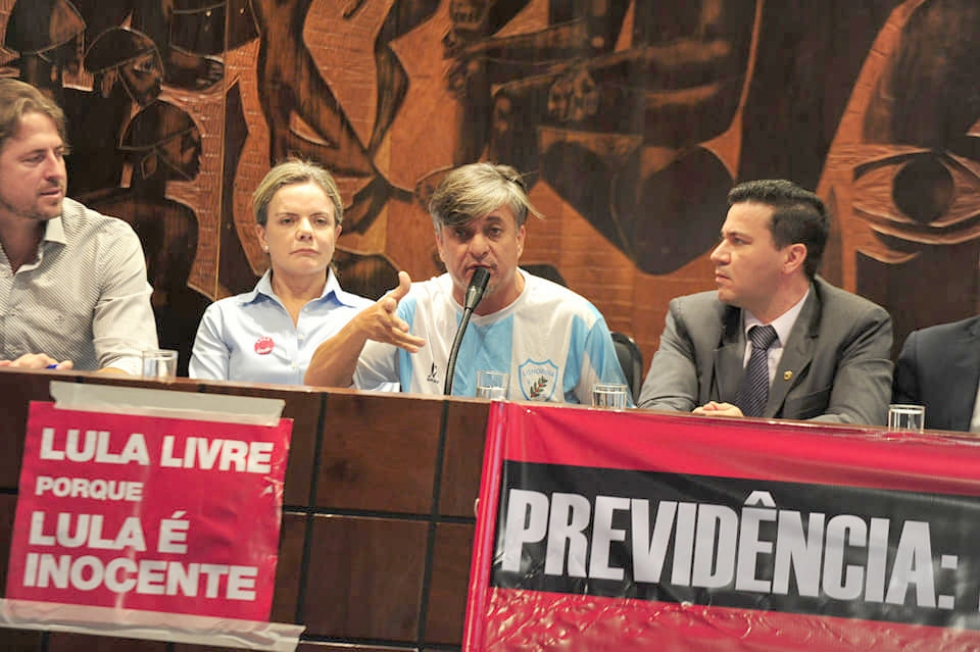Deputado Federal Boca Aberta (PROS), de Londrina, engajado no movimento contra a Reforma da Previdência - Fotos: Leandro Taques/ Alep