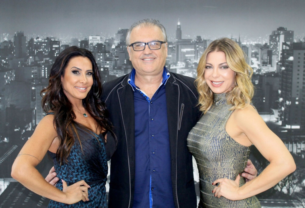 Dr.Edson Ramuth ladeado por Scheila Carvalho e Sheila Mello