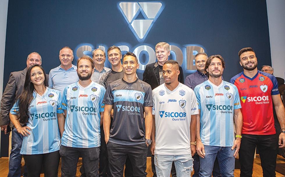 Diretoria Londrina Esporte Clube, SM Sports, Sicoob Ouro Verde com Jogadores do LEC e Colaboradores Da Cooperativa