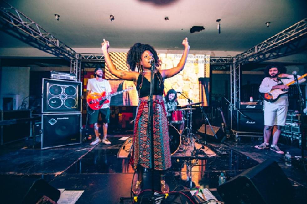 Rúbia Divino & Brazukeria Samba Soul – Foto: Divulgação