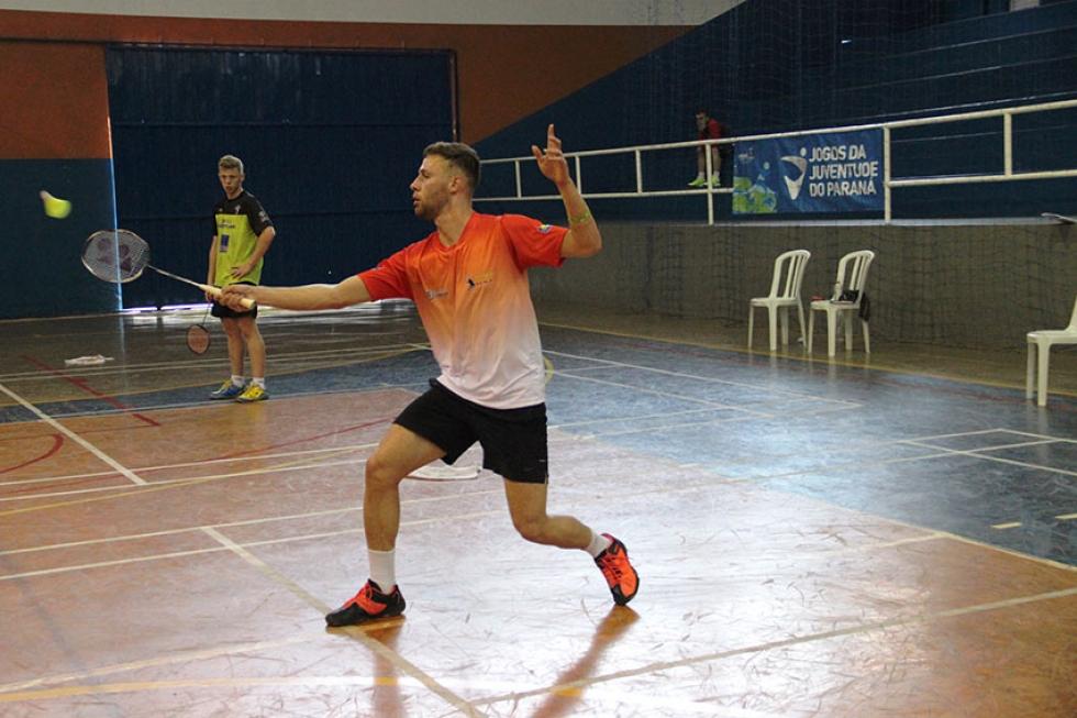Willian Guimarães sagrou-se campeão no simples e na dupla masculina e mista Jaqueline Galvão/JOJUPS