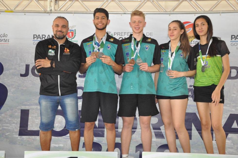 Com quatro medalhas de prata e duas de bronze, Toledo fez dobradinha no pódio e levou o vice-campeonato geral feminino e masculino – Foto: Marco Antonio Lemes/JOJUPS