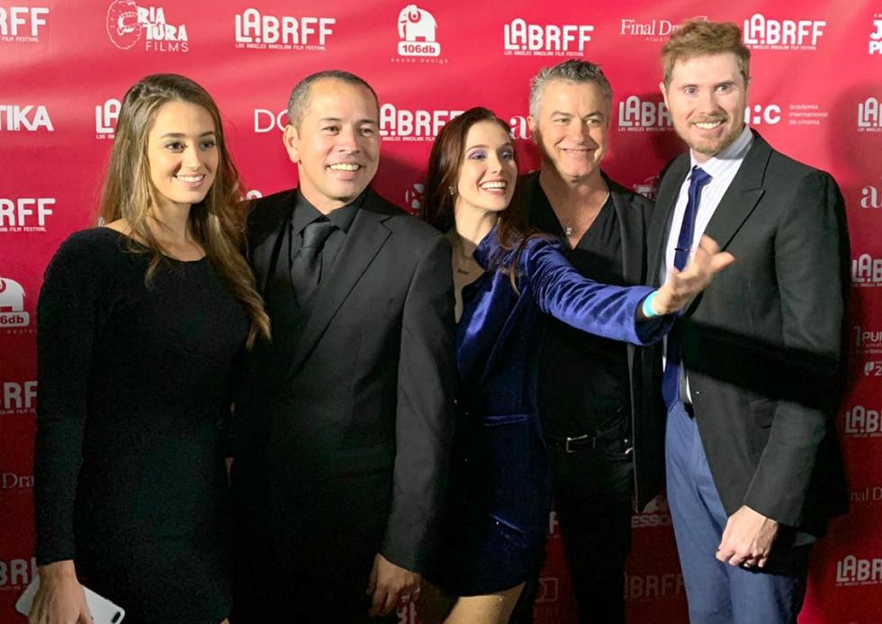 Gabriella Spaciari e Edimilson com amigos no Festival em Los Angeles