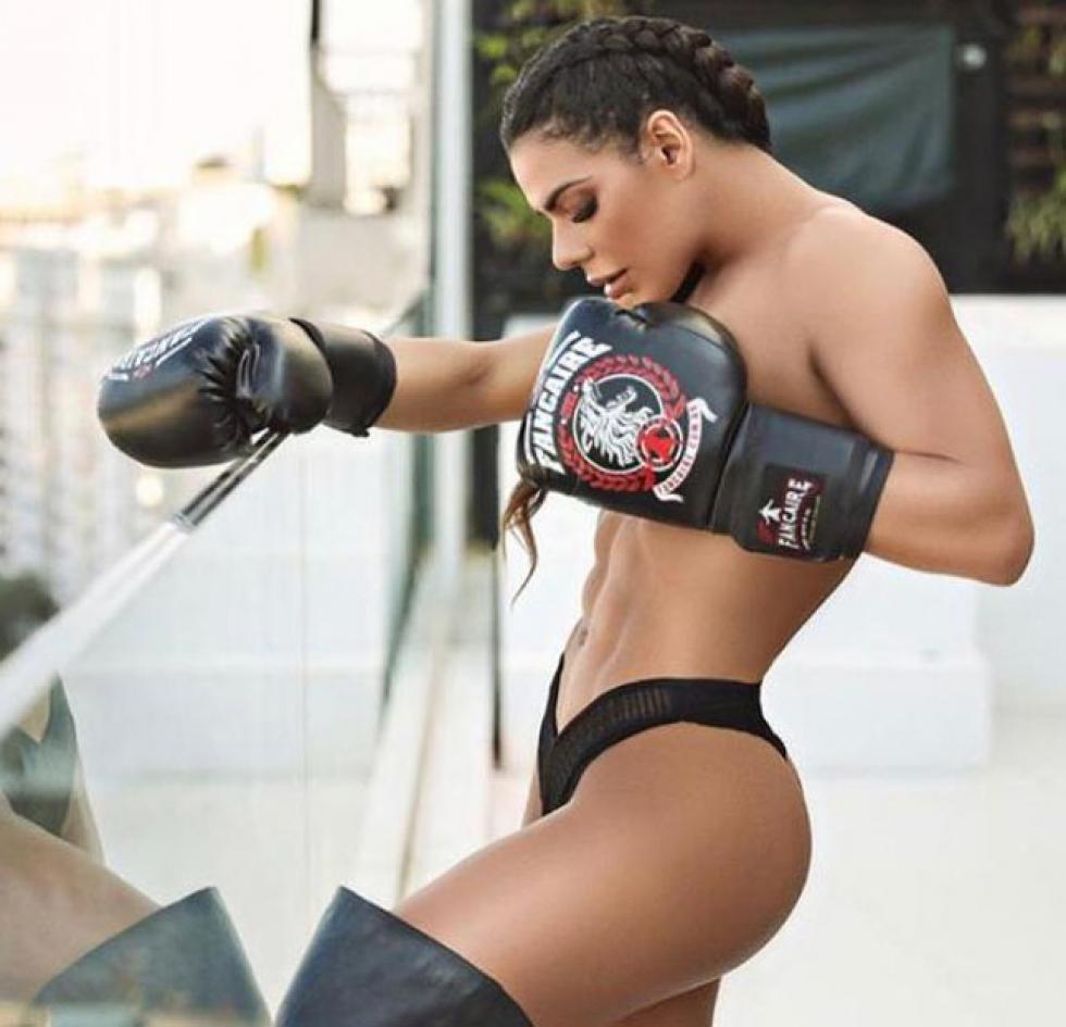 Suzy Cortez, aproveitando o corpo sarado que conquistou através de muito exercicio e dita vegana