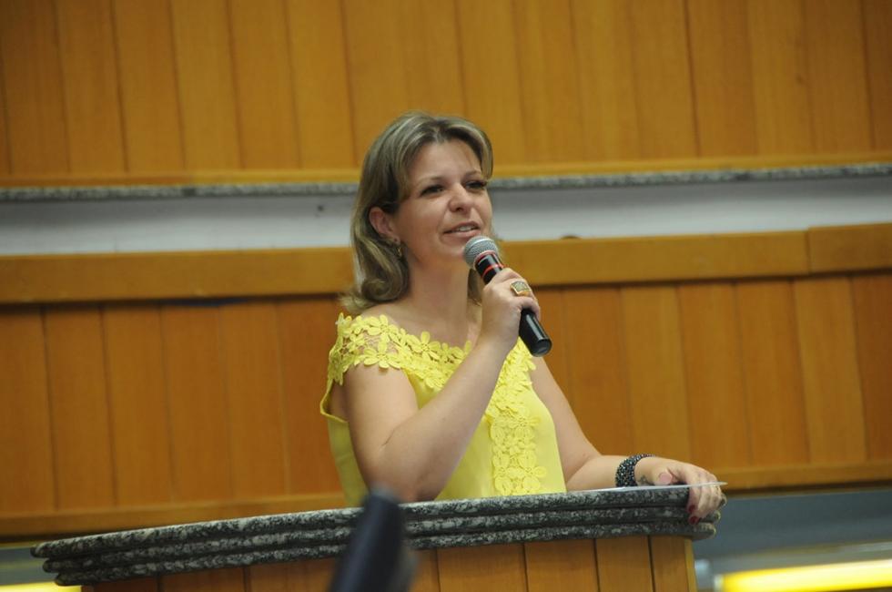 A dedicação por mais de quatro décadas ao bem-estar animal foi o principal motivo que levou a vereadora Daniele Ziober a conceder o Diploma de Reconhecimento Público à Clínica Veterinária Clivepar - F